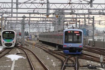 2014年2月23日、石神井公園、中央が2番線から6番線へ入る6601レだったY514F。