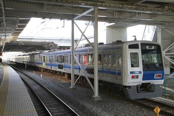 2014年3月16日 7時15分頃、所沢、6番線で折り返す6158Fの回送列車。