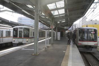 2014年3月29日、清瀬、右から東急4103F・1001レの4021F+4009F・6704レのメトロ10132F。