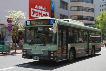 2014年4月27日(日)11時25分頃、池袋駅の東口、浅草方面ゆきの都バス P-M191。