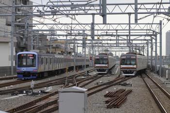 2014年5月5日、石神井公園、左端が03S運用を代走するY515Fの6803レ。中央は6302レとなるメトロ10117F、右はメトロ10110Fの6704レ。
