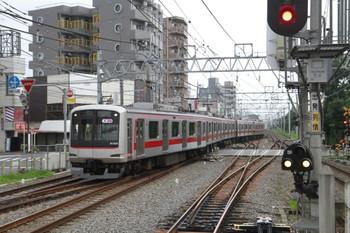 2014年7月15日 5時36分頃、清瀬、引き上げ線から4番ホームへ入る東急5166F。