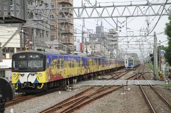 2014年7月15日、清瀬、発車した3011Fの5107レと引き上げ線に入ったばかりの6107F。