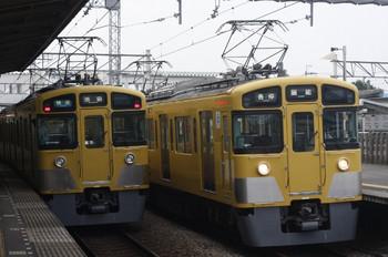 2014年7月23日、西所沢、右が(<-飯能)2465F+2077Fの5103レ。左は2461F+2085Fの3102レ。