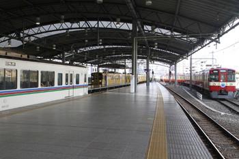 2014年8月16日、池袋、電留線に入ったばかりの9103Fと4000系秩父鉄道直通快速急行。