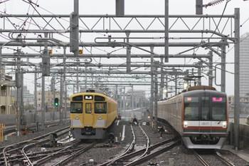 2014年8月30日、石神井公園、メトロ10017Fの上り回送列車(31S運用)と6番線で出番を待つ2089F。