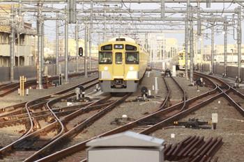 2014年9月28日6時8分頃、石神井公園、6番線に残る2085Fと駅に入れない5206レ(2091F)。