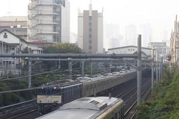 2014年10月17日 6時34分頃、目白~池袋、EF64-1031牽引の横浜線2053系配給輸送列車。