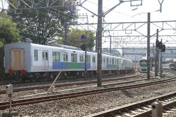 2014年10月19日 10時56分頃、所沢、263Fに牽引され6番線に到着する30103Fの飯能方5両。