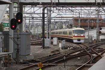 2014年11月2日 15時14分頃、所沢、新宿線川越方から池袋線4番ホームへ進む10105Fの回送列車。
