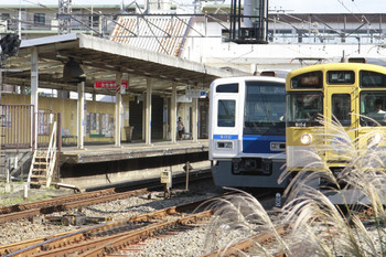 2014年11月3日 12時12分頃、仏子、2121レの9104Fと43S運用の下り回送6110F。