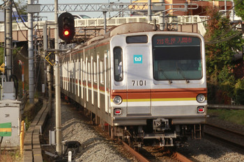 2014年11月3日 15時8分頃、武蔵藤沢、メトロ7001Fの各停 入間市ゆき(21S運用)。