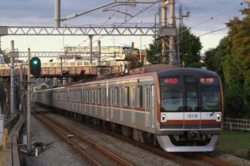 2014年11月3日 16時20分頃、武蔵藤沢、メトロ10018Fの急行 元町・中華街ゆき(43S運用)。