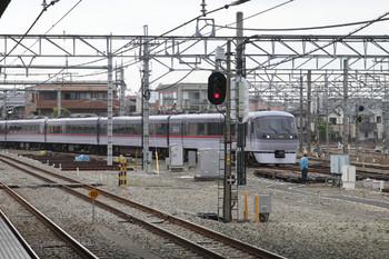 2014年11月8日 8時25分頃、所沢、本川越から西武秩父へ向かうべく連絡線を通る10111Fの臨時特急「ちちぶ93号」。