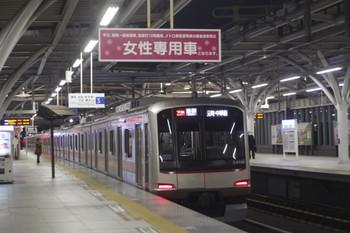 2014年12月5日、石神井公園、20M運用の6802レを走る東急4108F。
