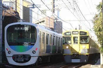 2014年12月6日、池袋~椎名町、左が5423レの38116F。