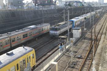 2014年11月23日 9時18分頃、新秋津、手前から263F・武蔵野線の205系・EF65-2060・38116F。
