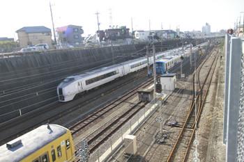 2014年11月23日 9時31分頃、新秋津、手前から263F・E651系・38116F。EF65-2060は新座方へ離れた後です。