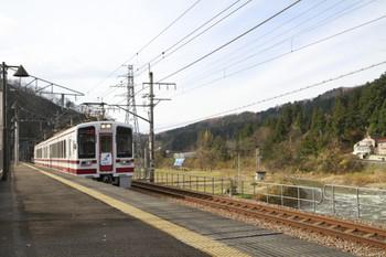 2014年11月30日、虫川大杉、到着する839M「ゆめぞら」。