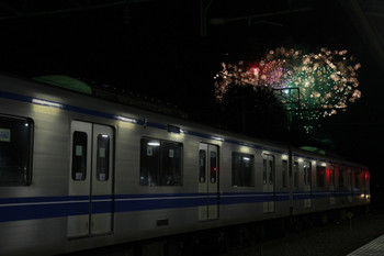 2014年12月3日、横瀬、ホーム横の電留線で休む20152Fと花火。