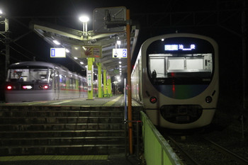 2014年12月3日 22時16分頃、西吾野、38103Fの快速 池袋ゆきとすれ違う下り臨時特急「むさし」号。