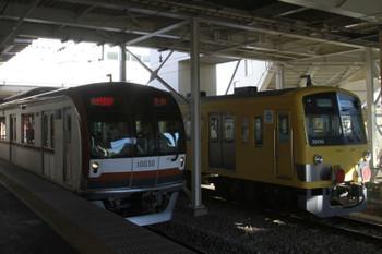 2014年12月15日、所沢、発送を待つ3007Fとメトロ10130Fの1551レ。