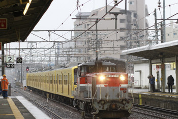 2014年12月16日 13時9分、彦根、DE10-1733+西武3007Fの上り貨物列車が中線に到着。