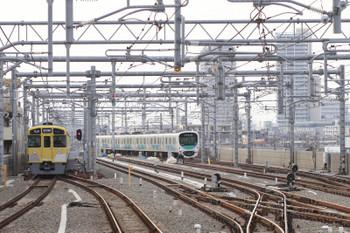 2015年1月25日、石神井公園、右は38103Fの5360レ。以前は右下の地上から高架の駅構内に上がって来ていました。