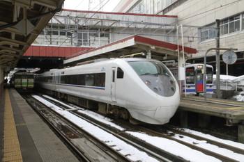 2015年3月1日、越後湯沢、中央が「はくたか2号」の681系。左奥には115系もいます。