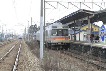 2015年3月2日、中滑川、この駅止まりの31レ。17482ほか。左側の複線はJR北陸本線です。