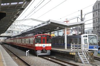 2015年3月15日、清瀬、2141レの9103Fに追い抜かれる6157Fの下り試運転列車。