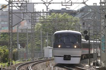 2015年4月18日 8時37分頃、高田馬場~下落合、10106Fの下り特急 おくちちぶ号。