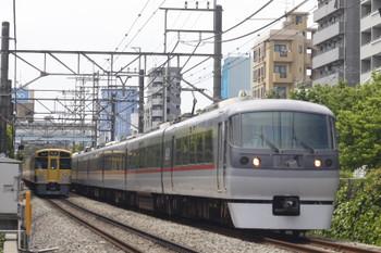 2015年5月22日 12時19分頃、高田馬場~下落合、5137レの2071Fと118レの10108F。