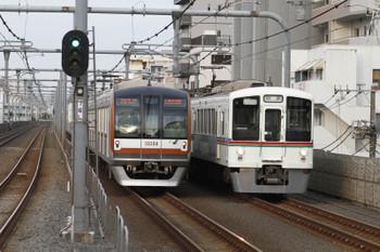2015年6月20日 17時44分頃、中村橋、4005Fほかの下り回送列車と6309レ。