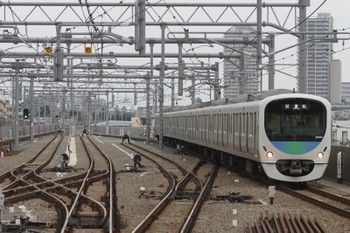 2015年9月16日 15時6分頃、石神井公園、4番ホームを通過し5360レを追い抜く38116F上り試運転列車。