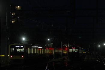 2015年11月22日、石神井公園、左が6157Fの6501レ。右は出番を待つ20153F。