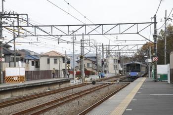 2015年12月6日、仏子、右は到着する20103Fの4125レ。
