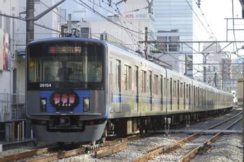 2015年12月20日、高田馬場~下落合、「傷物語」車体広告20154Fの2647レ。