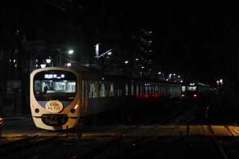 2015年12月18日 5時45分頃、清瀬、発車した38116Fの5107レと、引き上げ線に入ったばかりの6154F。
