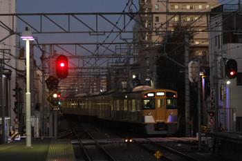 2015年12月19日 6時26分頃、東長崎、4番ホームから発車した2501F+2503Fの下り回送列車。
