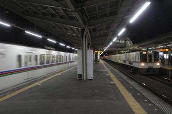 2016年1月3日、小手指、右が4005F+4019Fの2004。左は2002レ折り返しの下り回送列車。