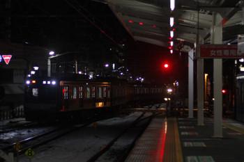 2016年1月20日、清瀬、引き上げ線から4番ホームへ「逆送」の東急5121F。