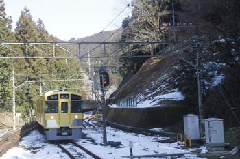 2016年1月31日 10時52分頃、西吾野、2番ホームに到着する臨時各停用の2063F上り回送列車。