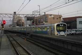 2016年2月11日 6時26分頃、東長崎、4番ホームから発車した38116F(フォトコン)の下り回送列車。