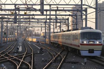 2016年2月11日 16時56分頃、石神井公園、到着する10105Fの上り団体臨時列車。
