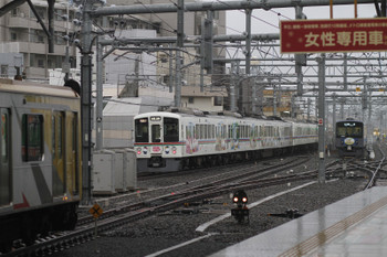 2016年2月14日、石神井公園、4005F+4001Fの1001レ(奥)と東急4110Fの4851レ(左手前)。奥は5603レだった 20151F。