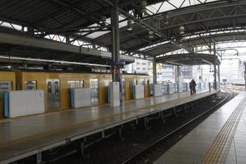 2016年3月5日、池袋、8両編成の列車が発車直前の2番ホーム。