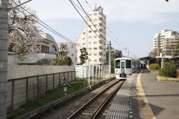 2016年4月6日 15時15分頃、豊島園、2番ホームに止まる4009F。