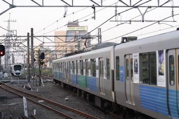 2016年4月12日、所沢、右が新宿線5802レの38115F。奥が電留線で寝ている池袋線の38116F。「フォトコン」同士。