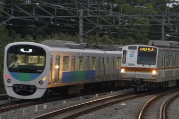 2016年5月3日 18時14分頃、入間市、30103Fの上り回送列車とメトロ7029Fの3701レ。